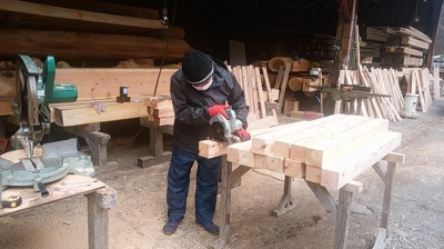 木柵材加工中|福岡県糟屋郡の木造りの家