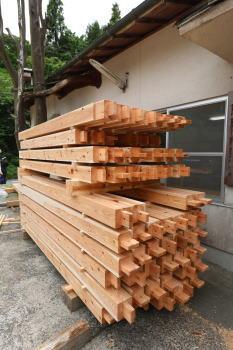 柱材|大分県由布市の木造りの家