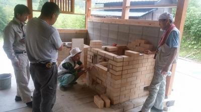 カマドとピザ窯を作っています!!|木造りの家フォーユー