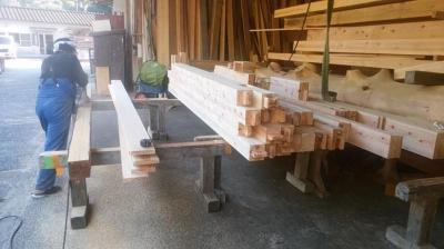 ウッドデッキ材加工中|熊本県阿蘇市の木造りの家