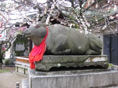 赤目の臥牛像