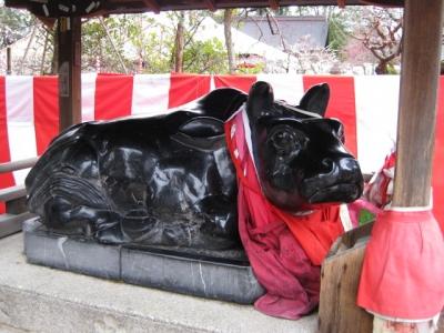 黒石の臥牛の像