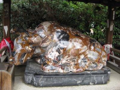 カラフル石の臥牛像