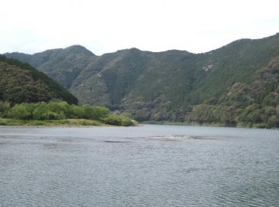 佐田の沈下橋から上流を見る