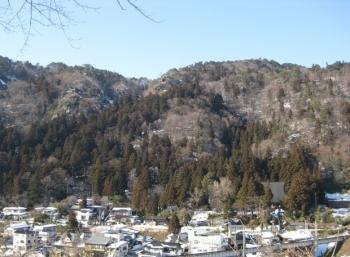 冬の山寺の景色