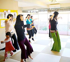 マタニティ、産後のママとベビーのためのベリーダンスエクササイズ。Callaクラス、月1回横浜にて開催