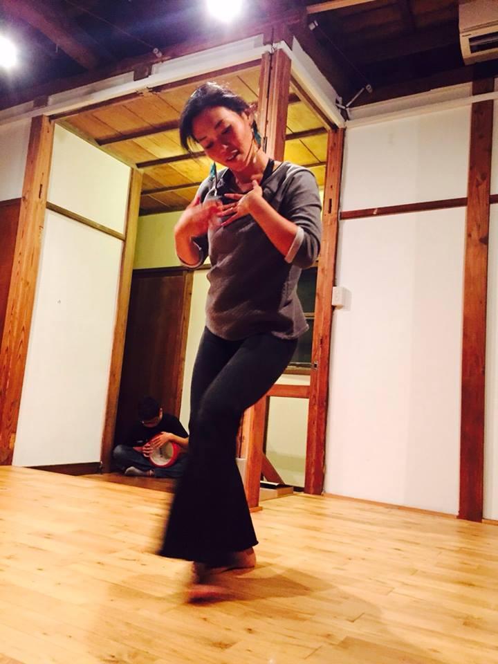 Belly dancer tomoko