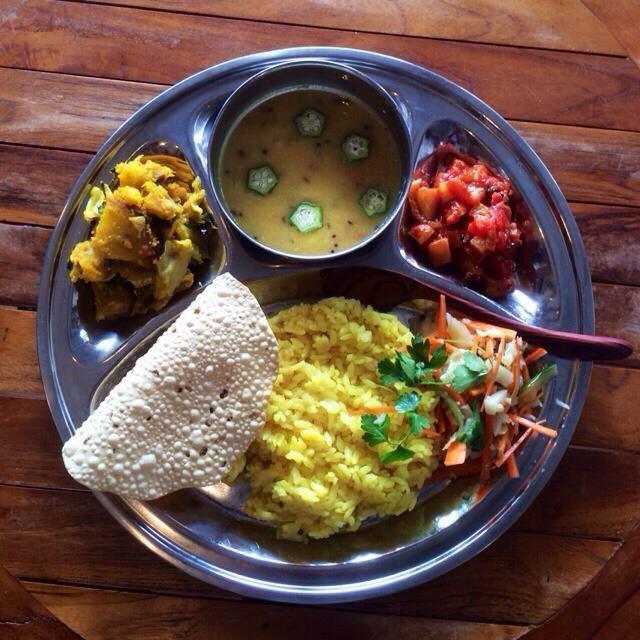 鎌倉メンズデトックスデイのランチはカフェハリダスの南インド精進カレー