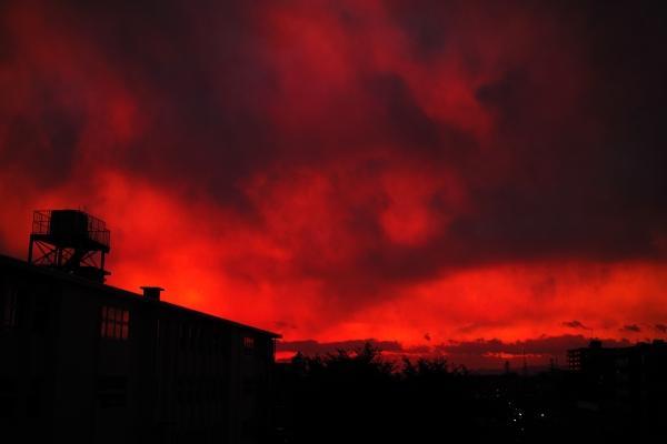 空が燃えた日
