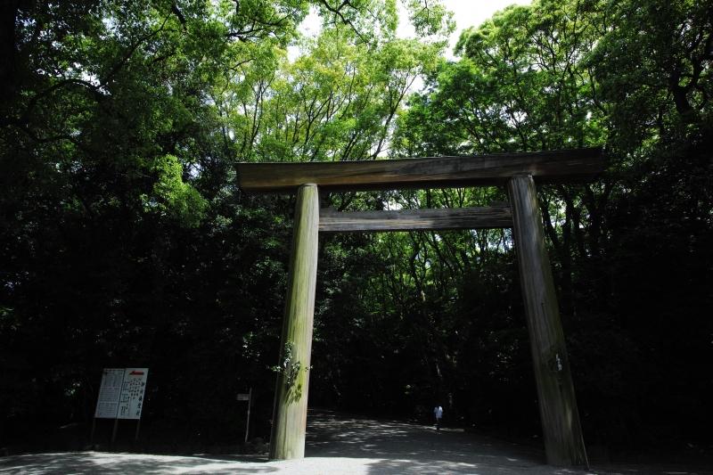 熱田 神域への入口.JPG