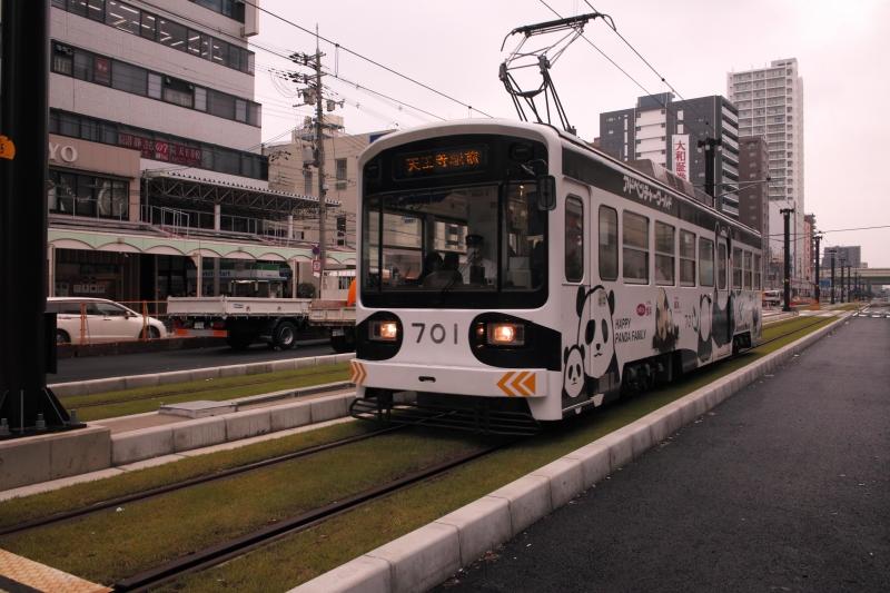 あべの筋のパンダ電車.JPG
