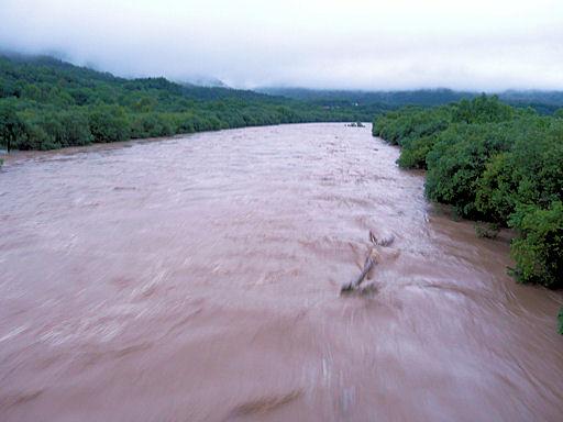 増水の空知川