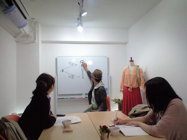 ファッションの勉強中@大阪梅田サロンおしゃれスクールにて