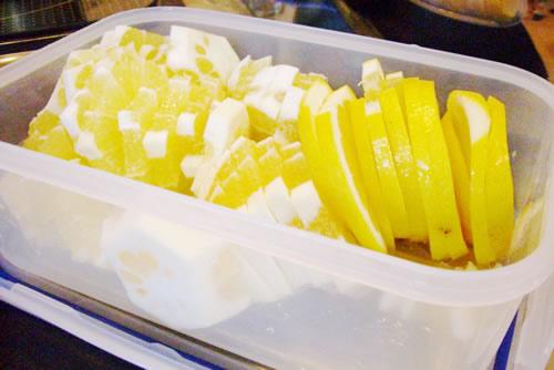 たっぷりの国産レモン。最近は国産も随分増えてきた。何より味と香りが濃い!