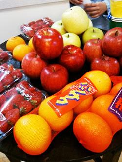 他にも恒例のりんご3種類食べ比べや、八朔、伊予柑など旬のフルーツが並べられ、食べる事ができました!