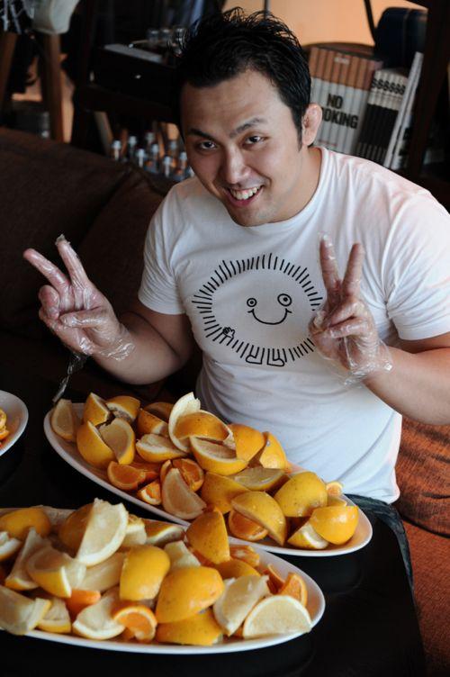準備から参加のレスラーHideki。フルーツ食べちゃダメだぞ!
