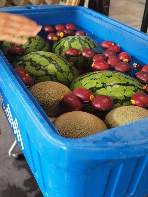 プールに使った夏フルーツたち。涼しそう!