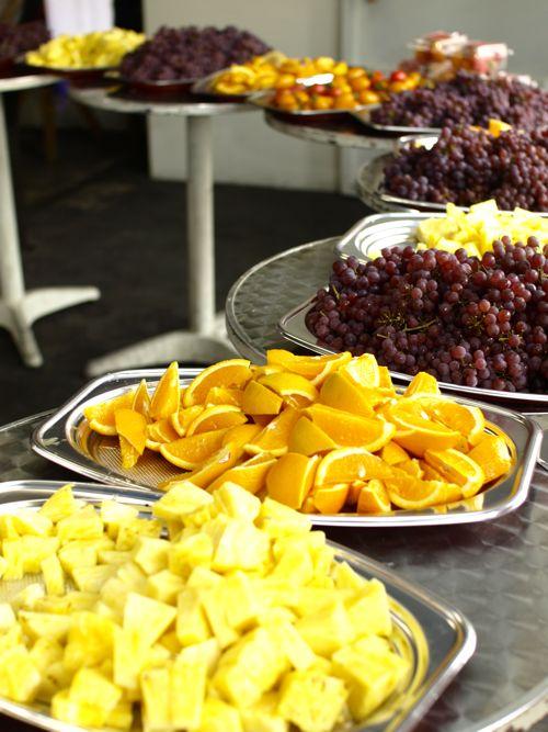色鮮やかでてんこ盛りの甘くてジューシーなフルーツ!
