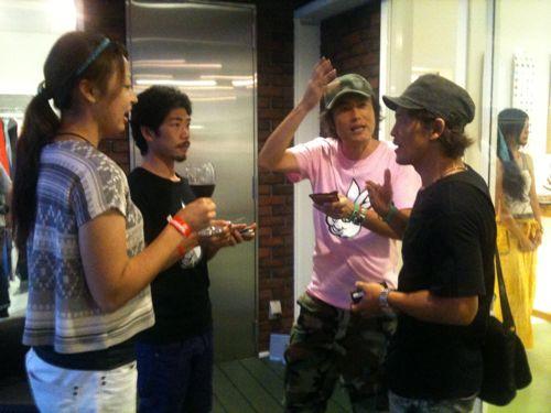 左は静岡から駆けつけた若手イチゴ農家のご夫婦。熱い気持ちのセッションでした!右はDaidaiと平岡あきくん。