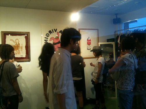 ロンドンでも個展を開催したMADBUNNYこと高田昭義さんのアートワーク。パンクなテイストがクール!
