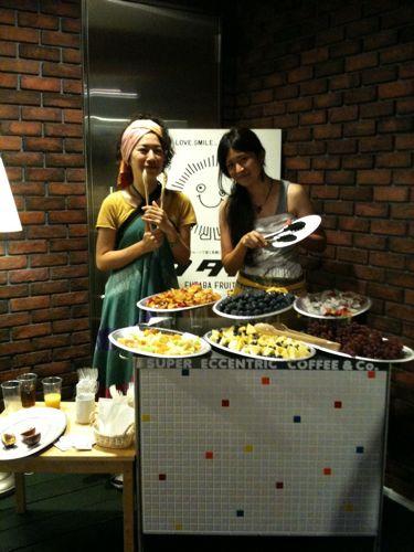 きゃっしー姉妹がお手伝いしてくれました!今回も本当にありがとう!彼女達は姉妹で「かふる食堂」というケータリングユニットもやってます!