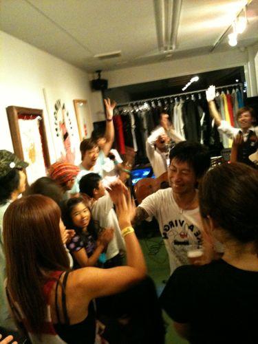 高田さんへのバースデーサプライズ。イベントスタッフが極秘に進めていたのです!おめでとうございます!