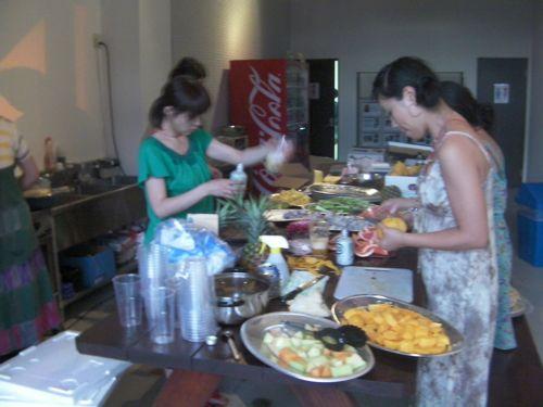 いつもViva La Fruitsを手伝ってくれる仲間達。彼女達の力なしにはフルーツパーティーは成り立ちません。