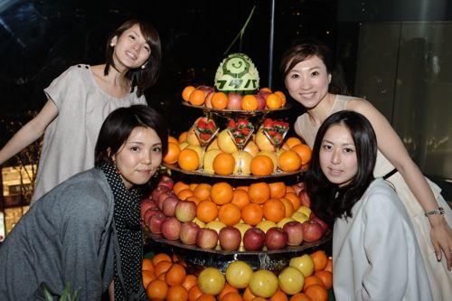 フルーツガールズ!丁寧にフルーツをサーブしてくれます!いつもありがとう!