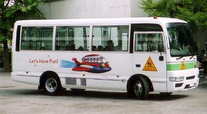 ようちえんバス写真-園児乗車
