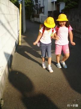 調布下校黄色帽子