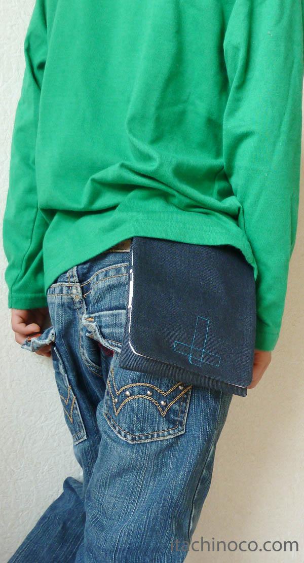 外付けポケット紺色 着用