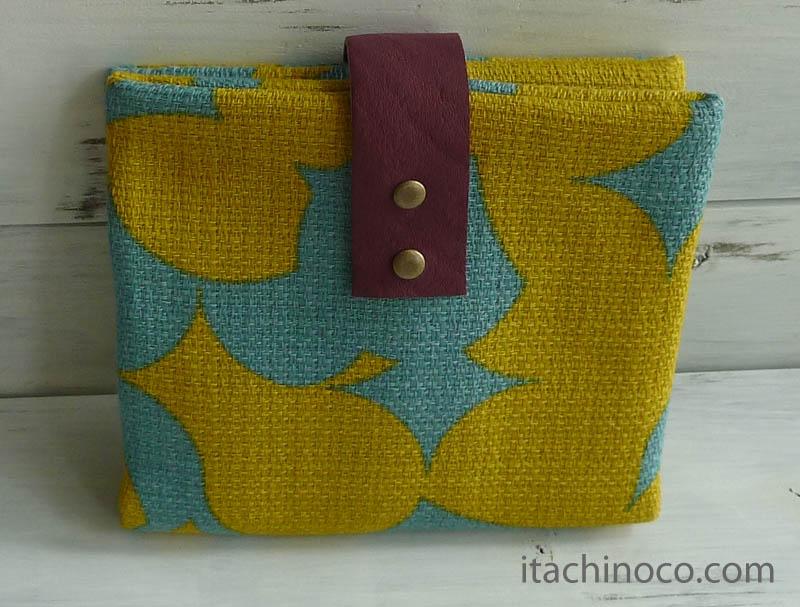 携帯ティッシュケース 水色黄緑柄背面