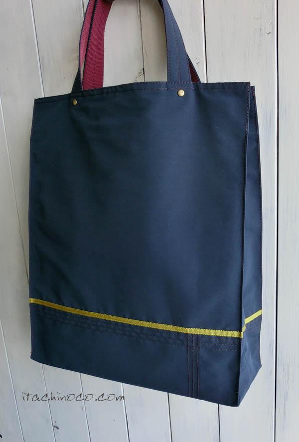 紺色のサブバッグ