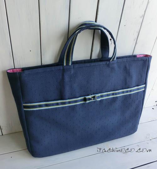 紺地ドットとリボンのバッグ たっぷり入るファスナーつきのレッスンバッグ