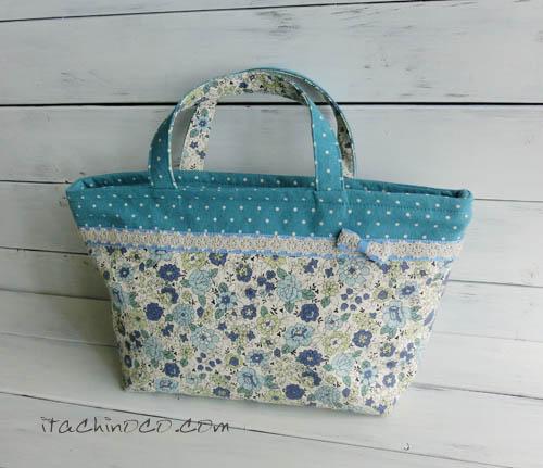 水色と紺色の花柄ランチバッグトート