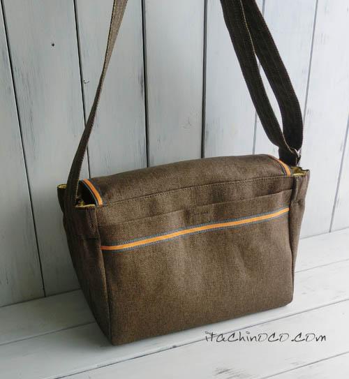 カラシ色とこげ茶色の斜め掛け通園バッグ1