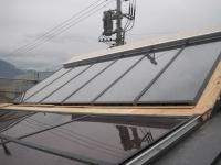屋根の太陽光パネル