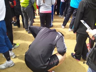 """大阪城リレーマラソン""""1回出走後、へばっている代表"""""""