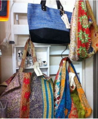ピープルツリー・リサイクルサリーのバッグ