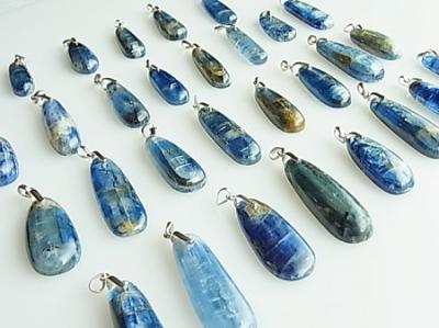 ヒマラヤの青い石 ネパールカイヤナイト ヒーリングペンダント