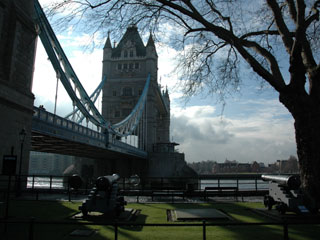 タワーブリッジ(TOWER BRIDGE)