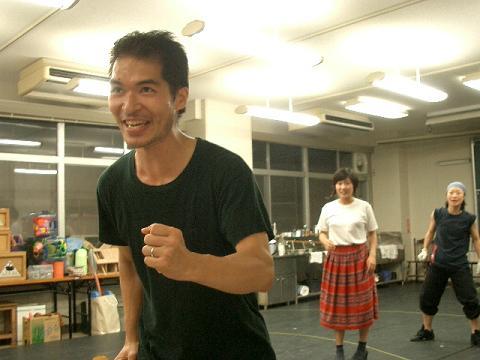 ブリキ役の岡田さん。いい汗かいてます。