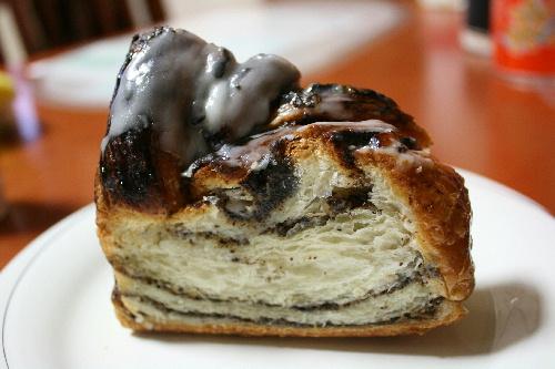 ベッカライ ブロートハイム 黒芥子の実パン