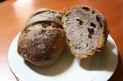 ANODATTE 赤ワインのパン