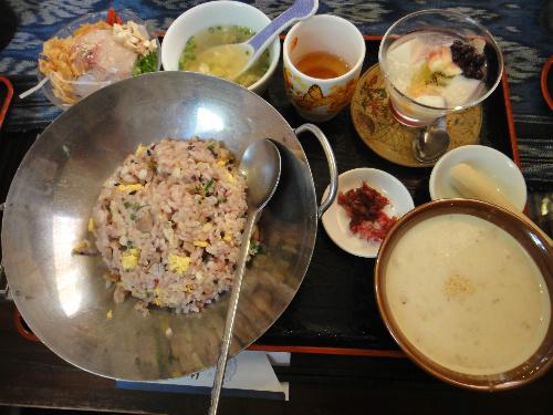 好(ハオ) 麦入り炒飯のいも汁ランチ