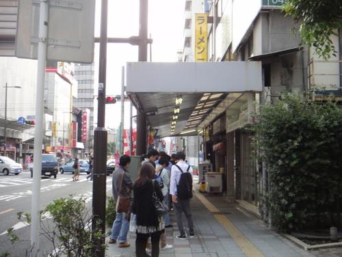 ラーメン二郎横浜関内店 まだまだ行列