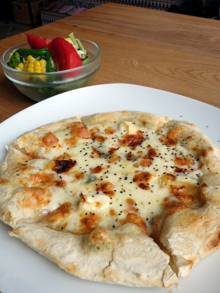 Cafe Riad Pizza&サラダ