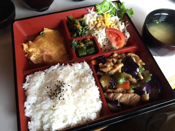かりん亭 ポークと夏野菜の炒め&桜海老卵焼き