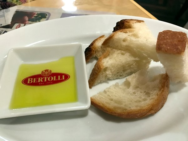 Osteria TiaLoca II パン&オリーブオイル