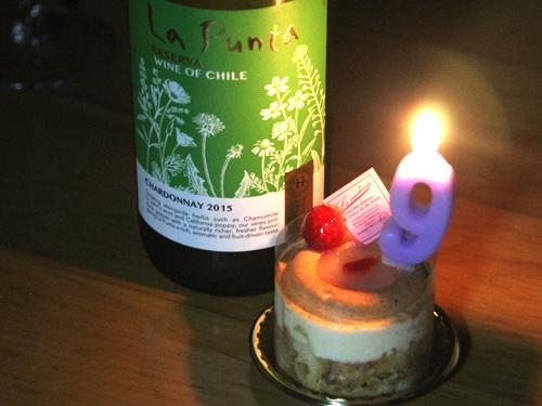 人間のケーキとワイン